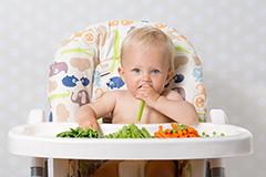 bebe-comiendo-verdura